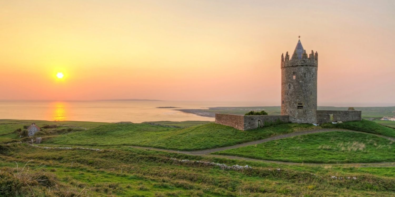 ireland Doonagore castle slider